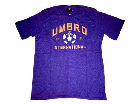 Remera UMBRO estampa pelota