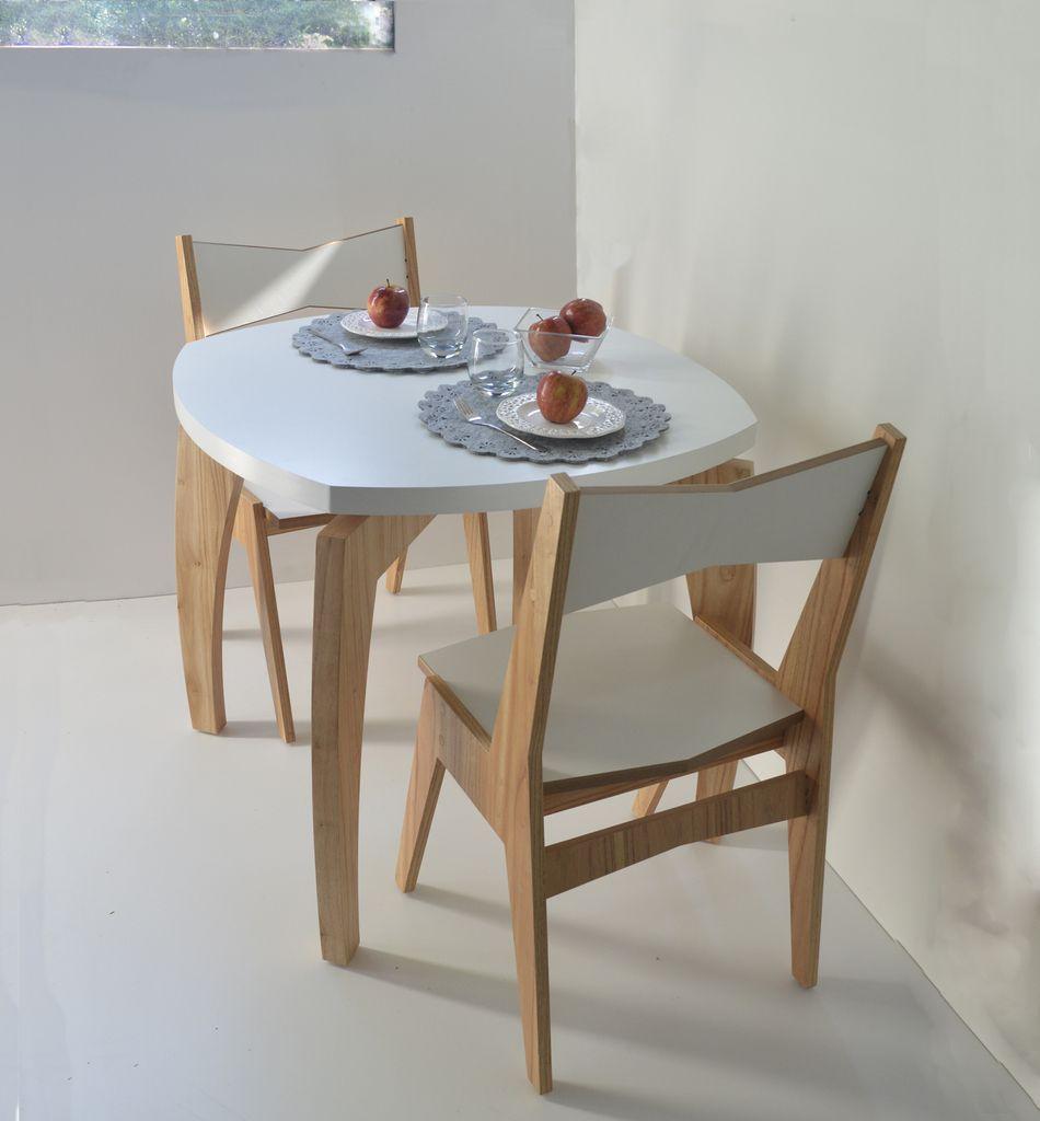 Juego de comedor nordico for Mesa con sillas dentro