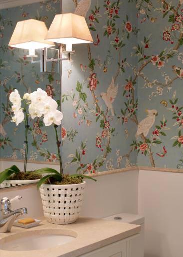 decorar lavabo antigo:Papel de parede ou tecido, até certa altura