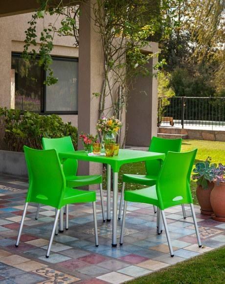 Mesa para exterior lupe con patas de aluminio for Sillas comedor plastico