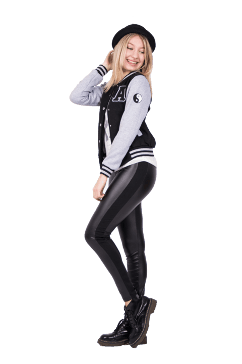 Campera universitaria con parches bordados en mangas  - comprar online