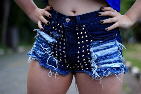 Short destroyed spike hot pants 027
