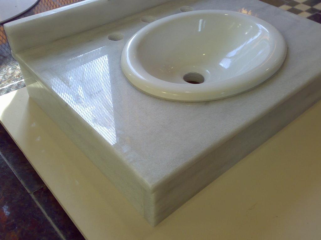 Vanitory de m rmol blanco turco retira ya for Marmol blanco turco caracteristicas