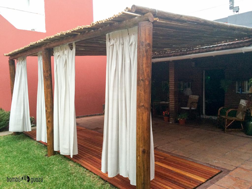P rgola de tronco y bamb comprar en bambuguazu - Postes de madera para pergolas ...