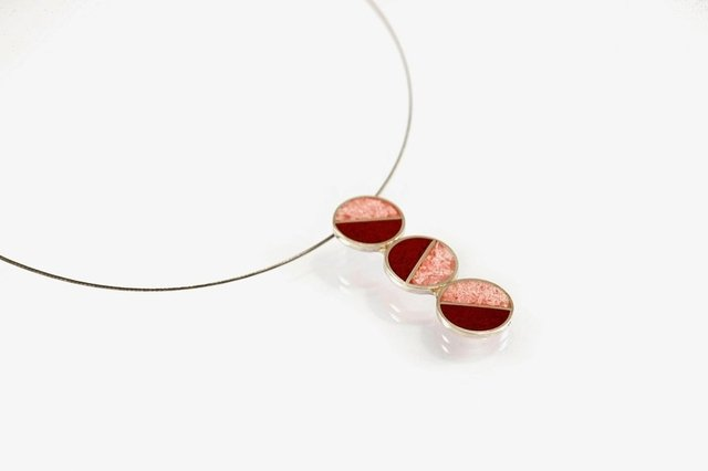 Colgante de plata 925 diseo geomtrico colores rosa y rojizo sterling silver pendant divided circles pink and red minimal modern design aloadofball Gallery