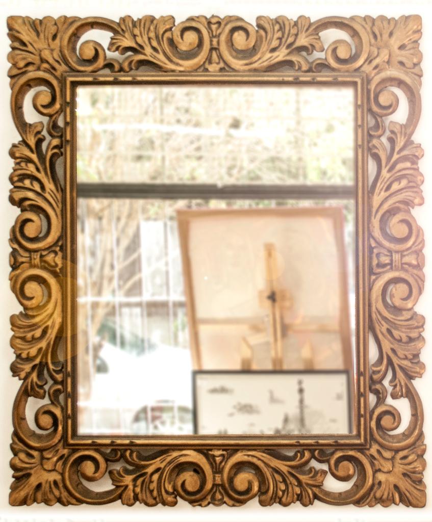 Espejo con marco labrado dorado 72x82 cm for Espejo marco espejo