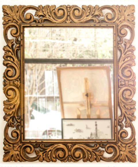 Espejo con marco blanco antiguo for Espejo marco dorado