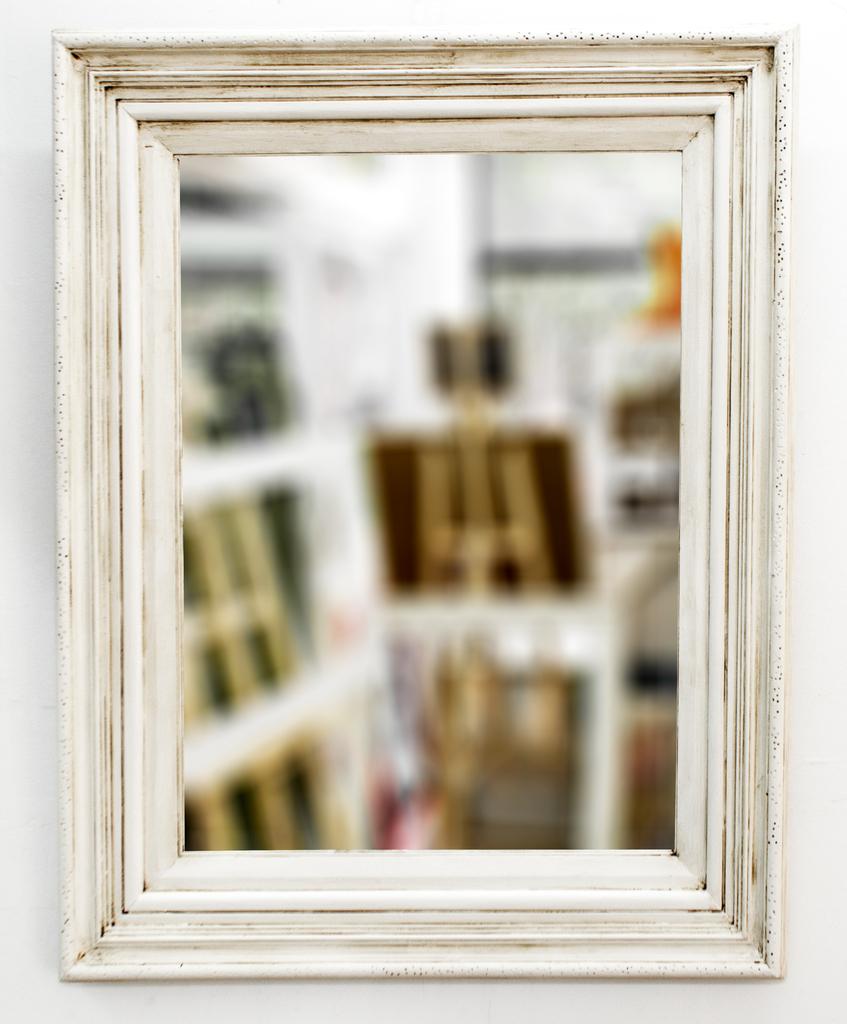 Espejo con marco blanco antiguo for Espejos con marco de madera blanco