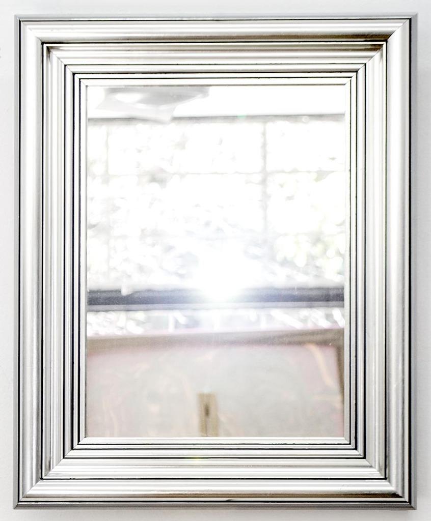 Vendido espejo con marco plateado 37 x 45 cm for Espejos con marco plateado