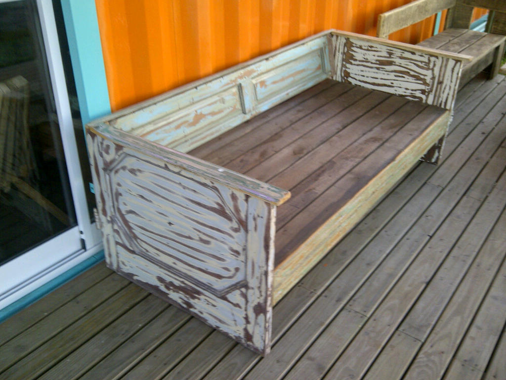 Sillones de madera de demolicion decapada for Sillones de jardin de madera