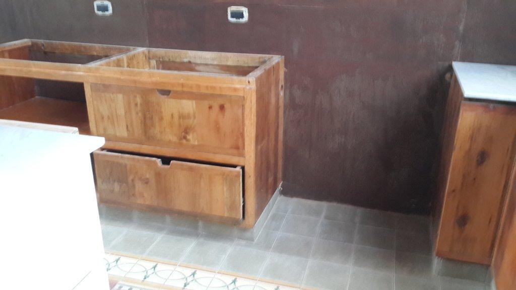 Revestimiento para pared en madera y chapa - Hacer una puerta de madera ...