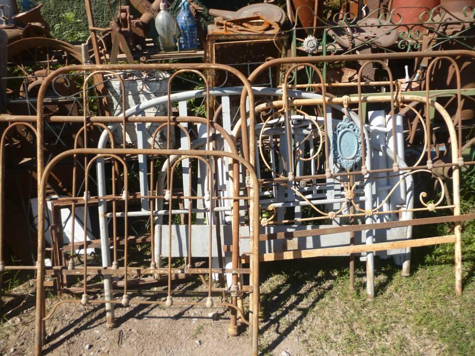 Camastro de hierro realizado con material recuperado for Camastros de hierro para jardin