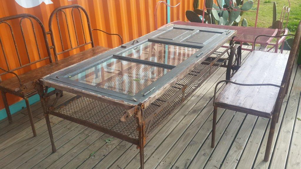 Mesa y bancos de hierro y madera - Mesas madera y hierro ...