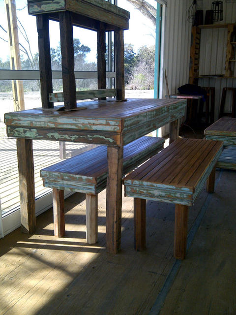 Mesa de comedor y bancos con respaldo santomercado - Bancos de comedor ...