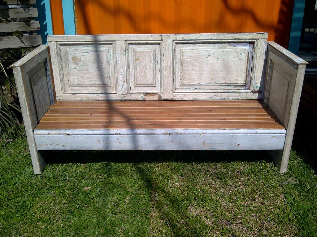 Sillones de madera realizado con puertas antiguas for Sillones de jardin de madera