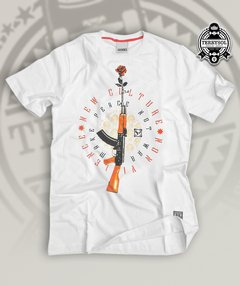 CAMISETA MACHINE GUN - NEW SKATE BRANCA