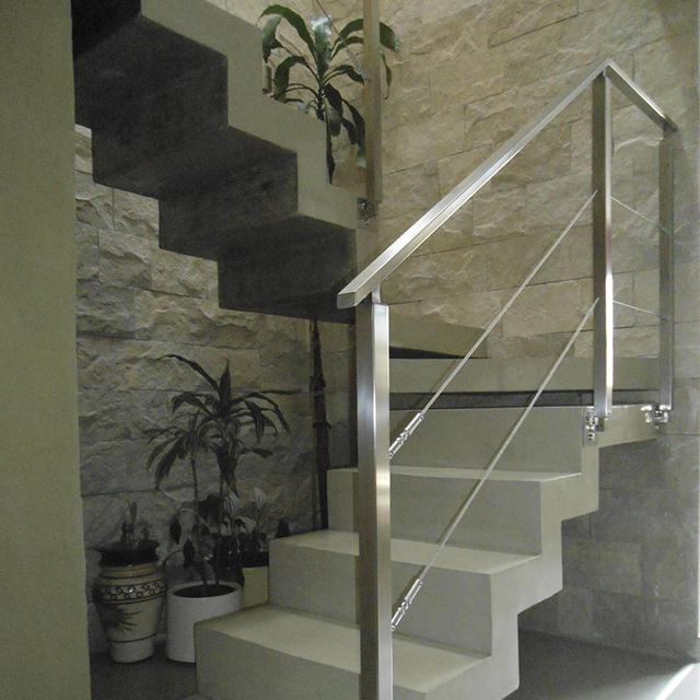 Juego de tensores articulados para escalera temacasa for Escaleras 7 escalones