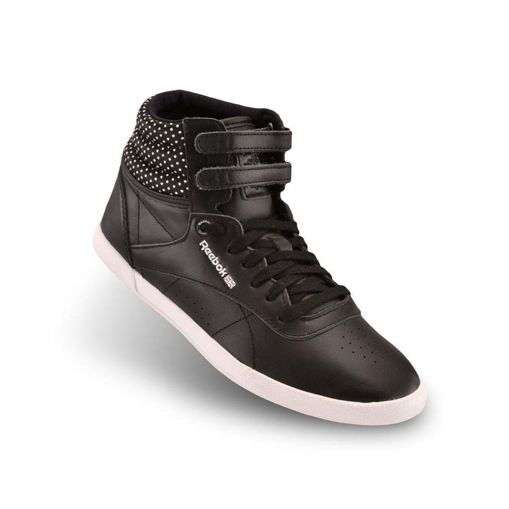 Zapatillas para mujer () Designed with comfort & performance in mind, women's trainers & shoes are available in styles for lifestyle, running, football, training and more. There is no limit to the looks you can bring to practice or everyday wear.