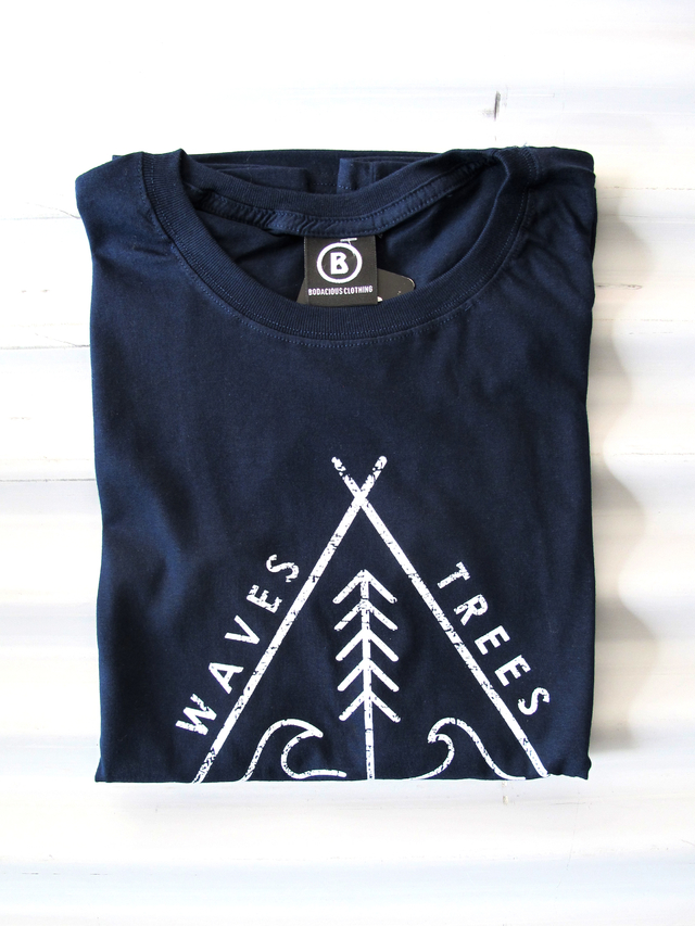 REMERA WAVES & TREES en internet