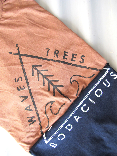 REMERA WAVES & TREES - comprar online