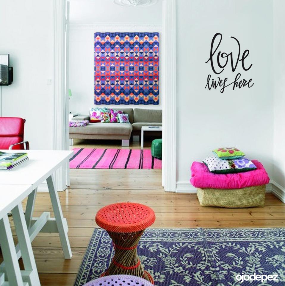 Frase 018 love lives here for Vinilos decorativos frases