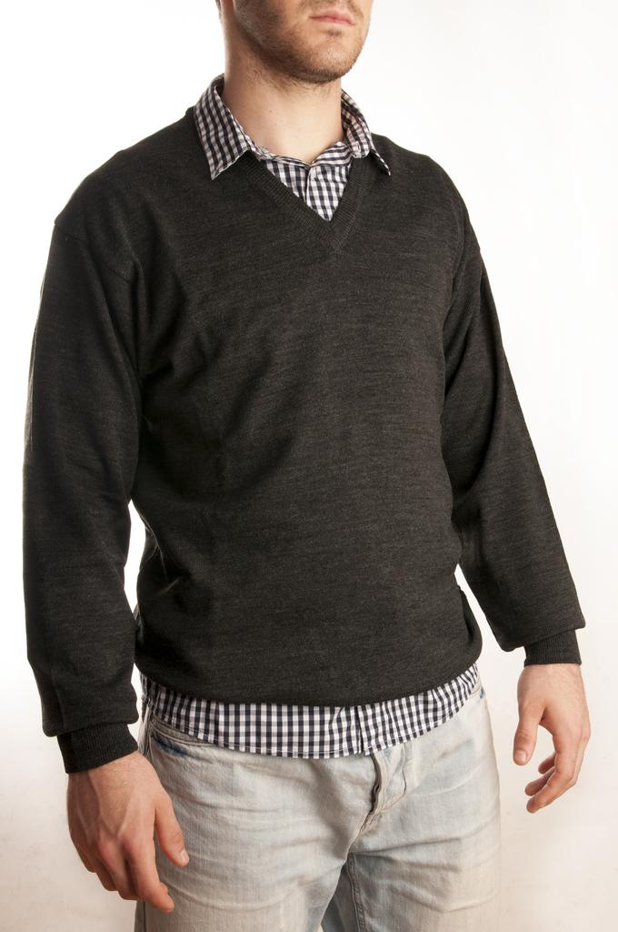 2beb9699b7502 (Cuello de la camisa sobresalido del sweater)