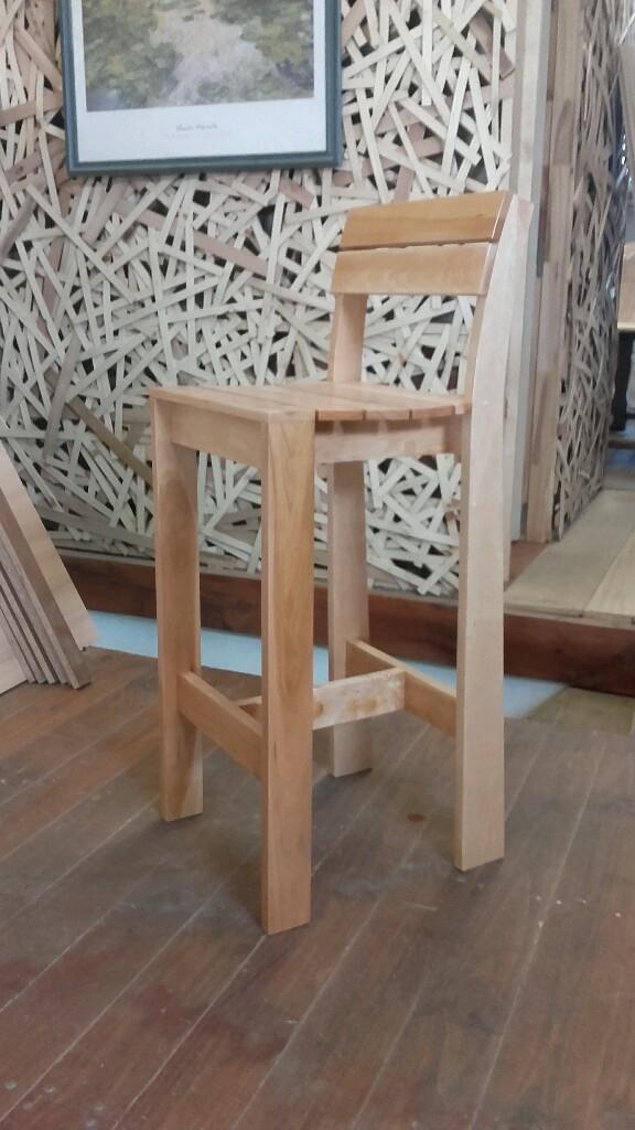 Silla alta paimun for Sillas tipo bar en madera