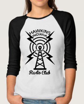 Camiseta Raglan Manga Longa Feminina - Stranger Things: Radio Club