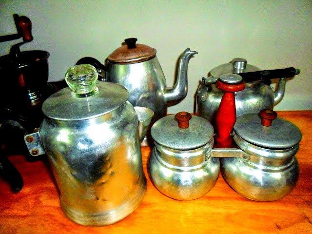 Cocina antigua ollas latas frascos antiguos - Objetos de cocina ...