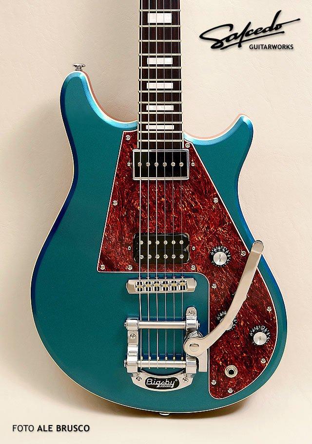 Guitarra el ctrica tipo les paul luthier marcos murphy for Luthier guitarra electrica