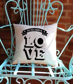 Almohadon 45x45 All you need is love Gabardina
