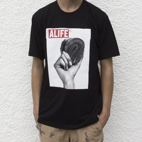 CAMISETA ALIFE STACK BLACK na internet