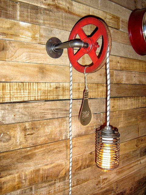 LAMPARA DE PARED INDUSTRIAL POLEA