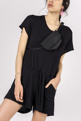 Mono Short Greek Black