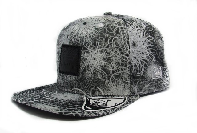 BONÉ SNAPBACK TOM HILL COM ESTAMPA COSTURADA