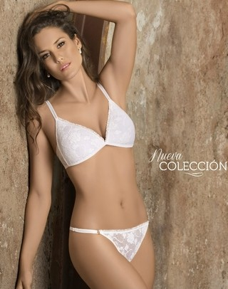 Belen Conj. triángulo taza soft sin push up. Encaje. Tanga less ART6075