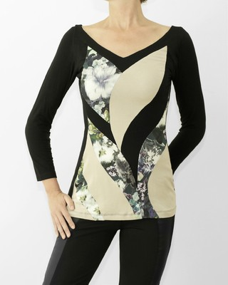 REMERA ESCOTE V PATCH ESTAMPADA (COD.22635)