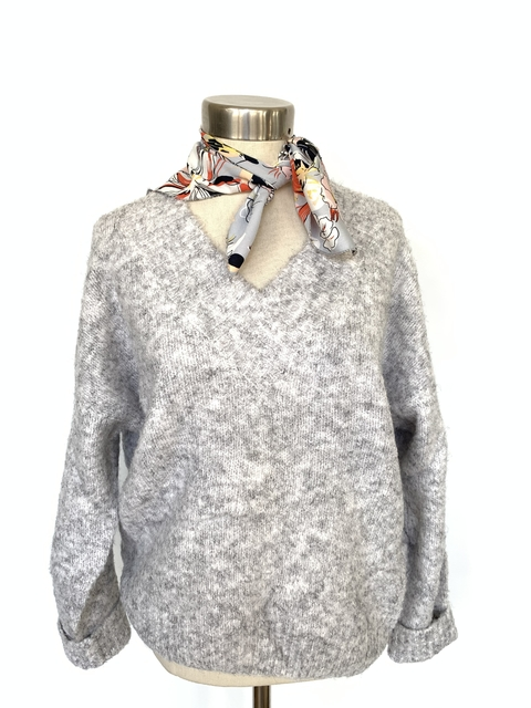 Sweater escote en V gris perla
