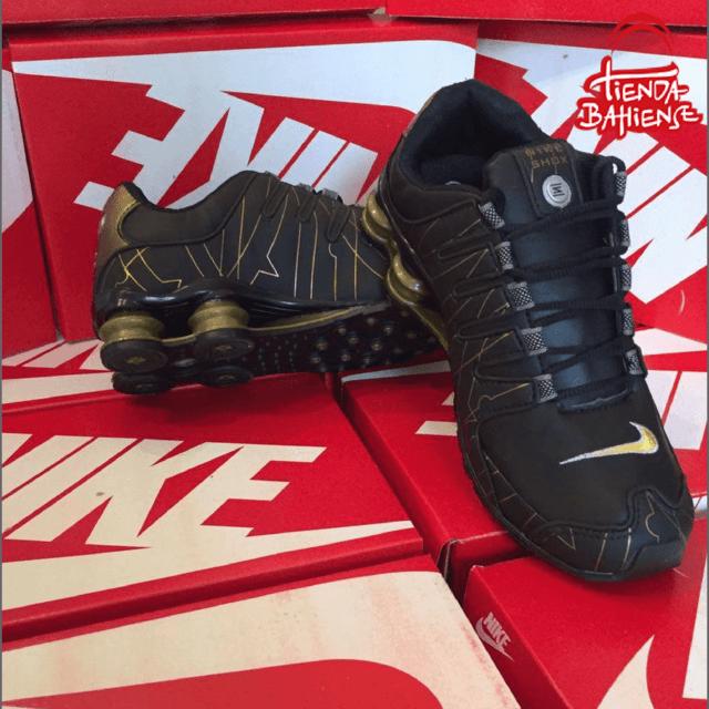 Nike Shox doradas