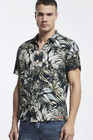 f6b78dd1c041a Camisa Estampada Tropical na internet  Camisa Estampada Tropical ...