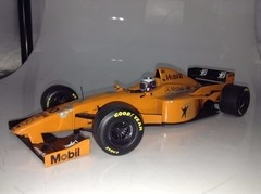 F1 Mclaren MP4/12 D. Coulthard (Test Car) - Minichamps 1/18