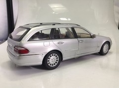 Mercedes E320 Wagon Kyosho 1/18 - B Collection