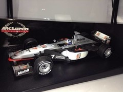 F1 Mclaren (Mercedes MP4-13) David Coulthard - Minichamps 1/18 - loja online