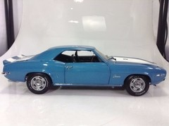 Chevrolet Camaro Z/28 (1969) - Revell 1/20 - B Collection