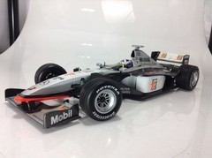 F1 Mclaren (Mercedes MP4-13) David Coulthard - Minichamps 1/18