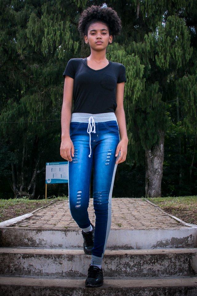 50d3cb139 Calça Jeans Legging com moletom (Fusion)
