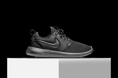 best sneakers 6a9d0 9467d Tenis Zapatillas Nike Roshe Two Negra Hombre Env Gr