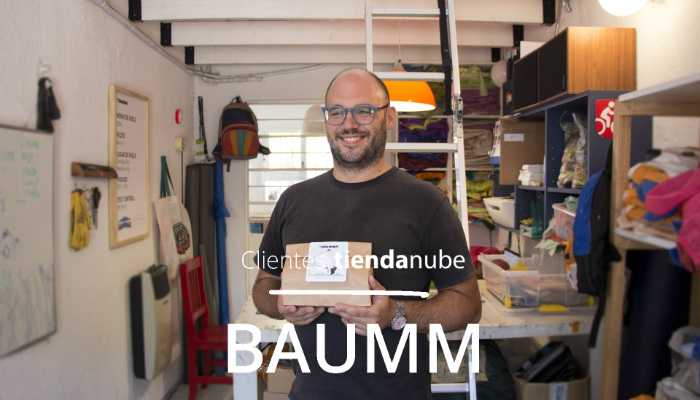 Lucas Desimone, director de BAUMM mochilas, en su taller
