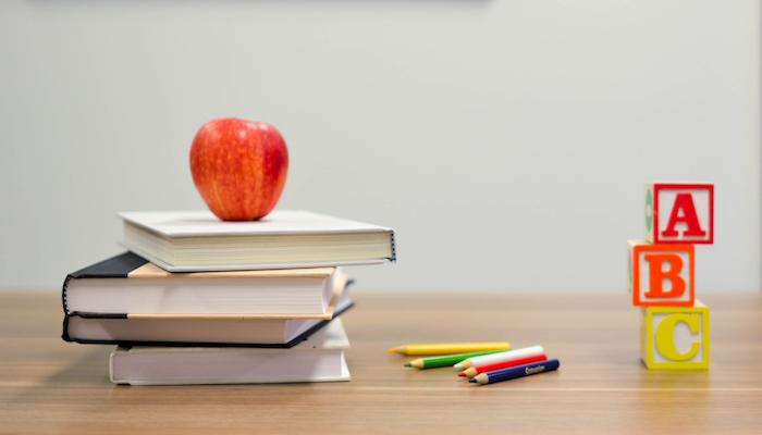 Las influencers nos ayudan a armar la mochila escolar
