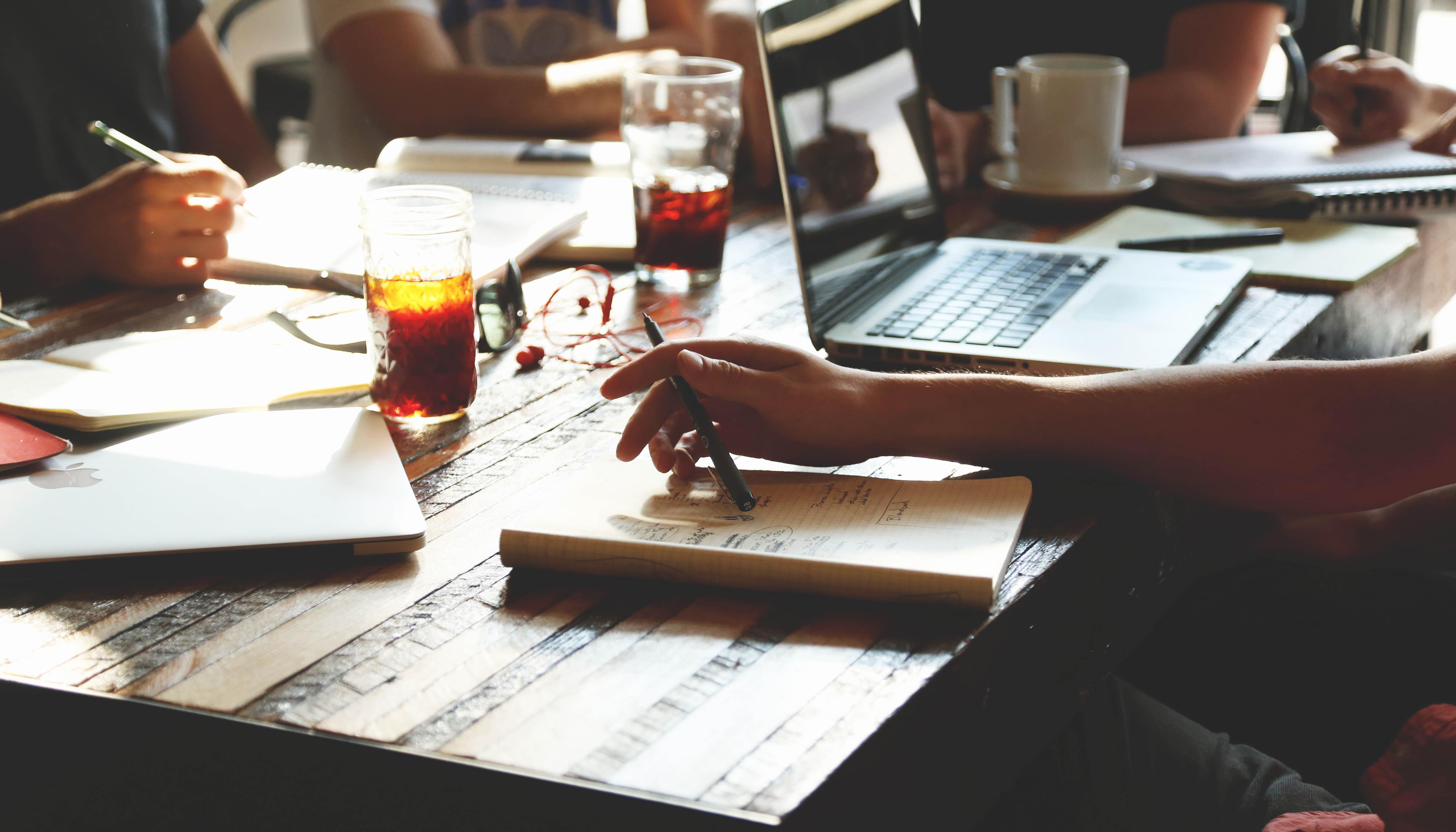 6 consejos para que tu emprendimiento conviva con tu trabajo actual